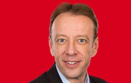 Headshot of Professor Graham Lord
